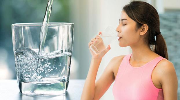 Uống nước là một trong những cách tăng sức đề kháng trong mùa dịch bệnh