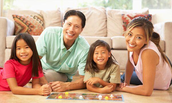 Chơi trò chơi giúp gắn kết tình cảm gia đình