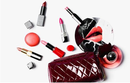 son môi là mỹ phẩm phụ nữ không thể thiếu