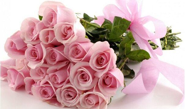 tặng hoa cho phụ nữ