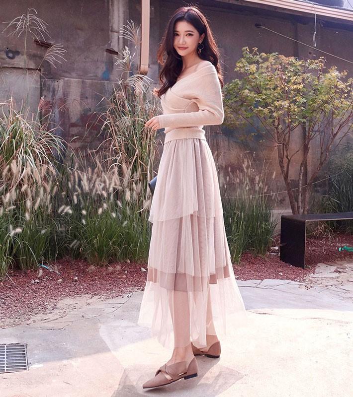 Áo len kết hợp với váy voan
