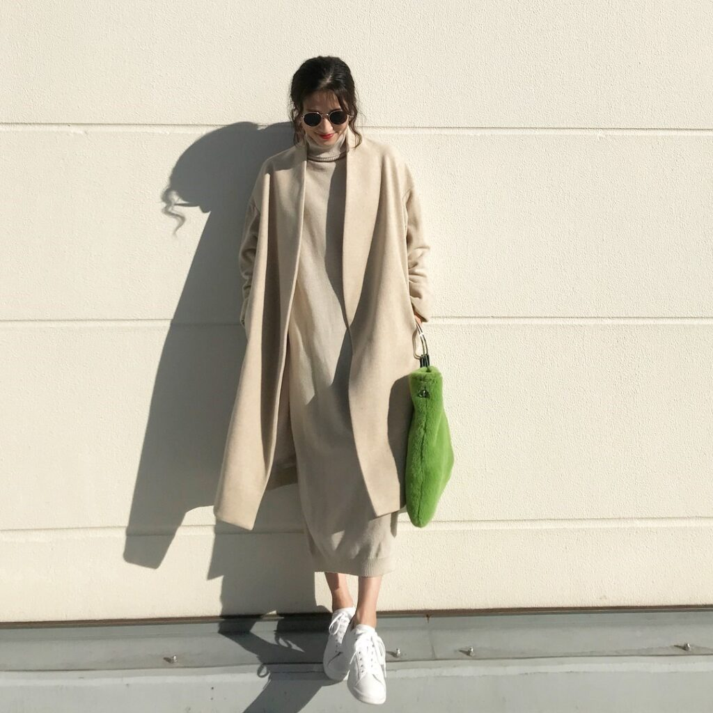 Váy len dài kết hợp cùng áo khoác thời trang