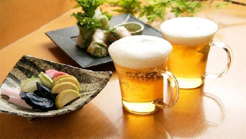 Uống bia giúp buổi tiệc trở nên thân thiện vui vẻ hơn
