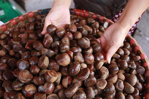 Bán đồ ăn vặt online với hạt dẻ nóng thơm ngon